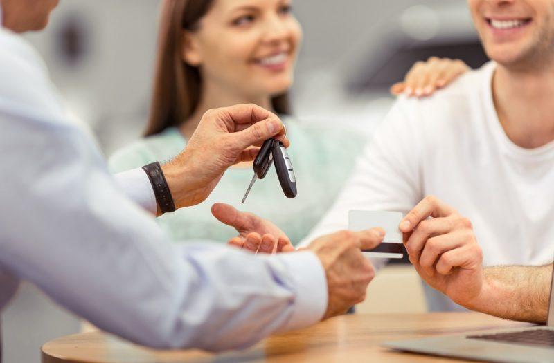Jak załatwić kredyt w salonie samochodowym?